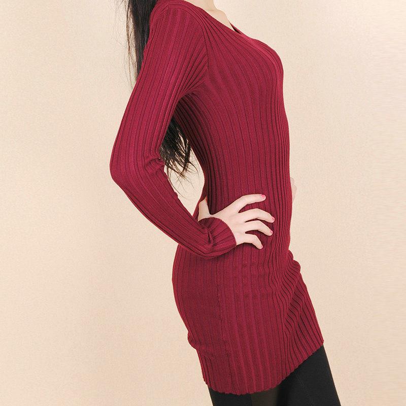 酒红色羊绒毛衣搭配图片