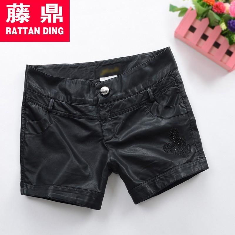 黑色直筒裤搭配上衣图片