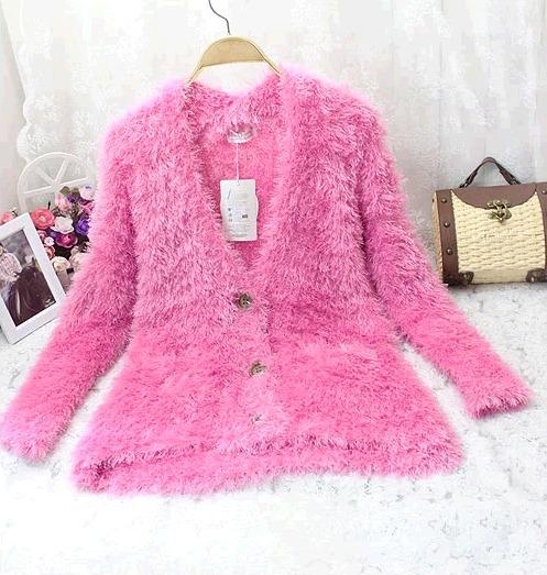 粉色长款毛衣开衫搭配