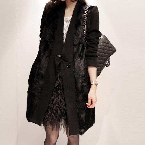 黑色毛衣长外套搭配图片