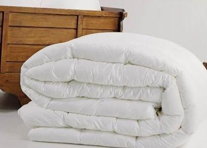 纯棉面料蚕丝被 在所有材质的被子里,过敏体质的人最适合使用蚕丝