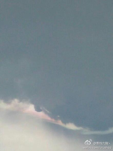 这一天的我,在温州看到了七彩祥云 还记得大话西游里紫霞手的那段经典的话么 我的意中人是个盖世英雄,他有一天会踩着五彩祥云