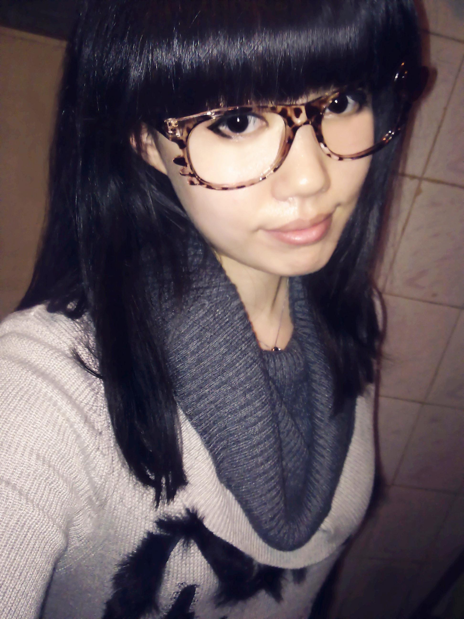 戴眼镜女人生活照