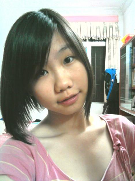 我想剪短发了,你说我剪什么样的好呢 一张是以前短发,波波头,就是两边长,后面短的那种 一张是后面养长了