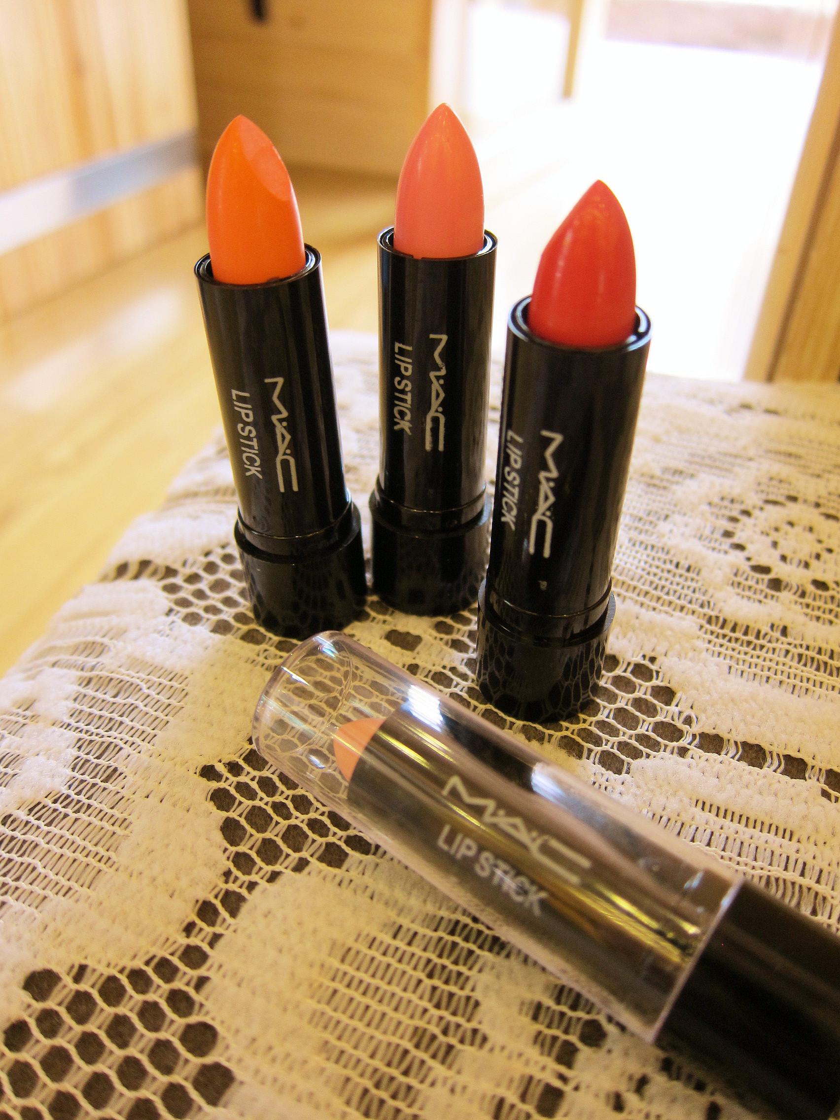 最爱的MAC口红,入了大热的橘色,复古大红色,裸色和牛奶粉色,