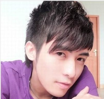 蓬松感的男生短发发型