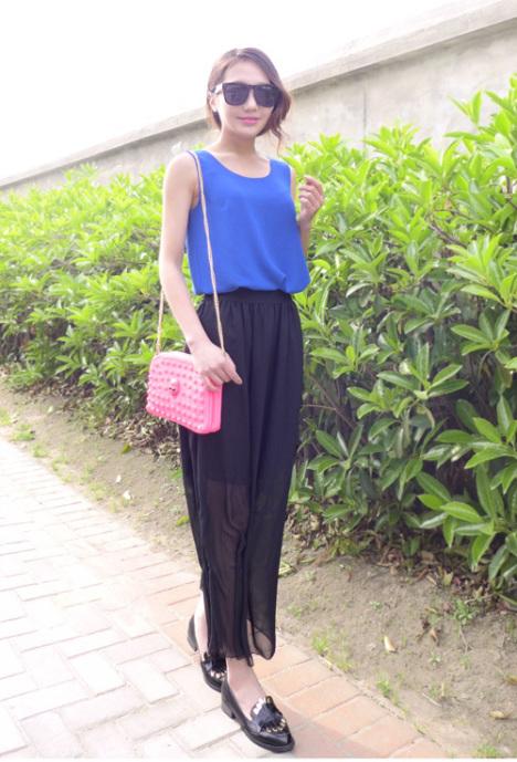 珍珠领针织衫是今年最流行的款式,搭配毛呢短裙 再加上腰间高清图片
