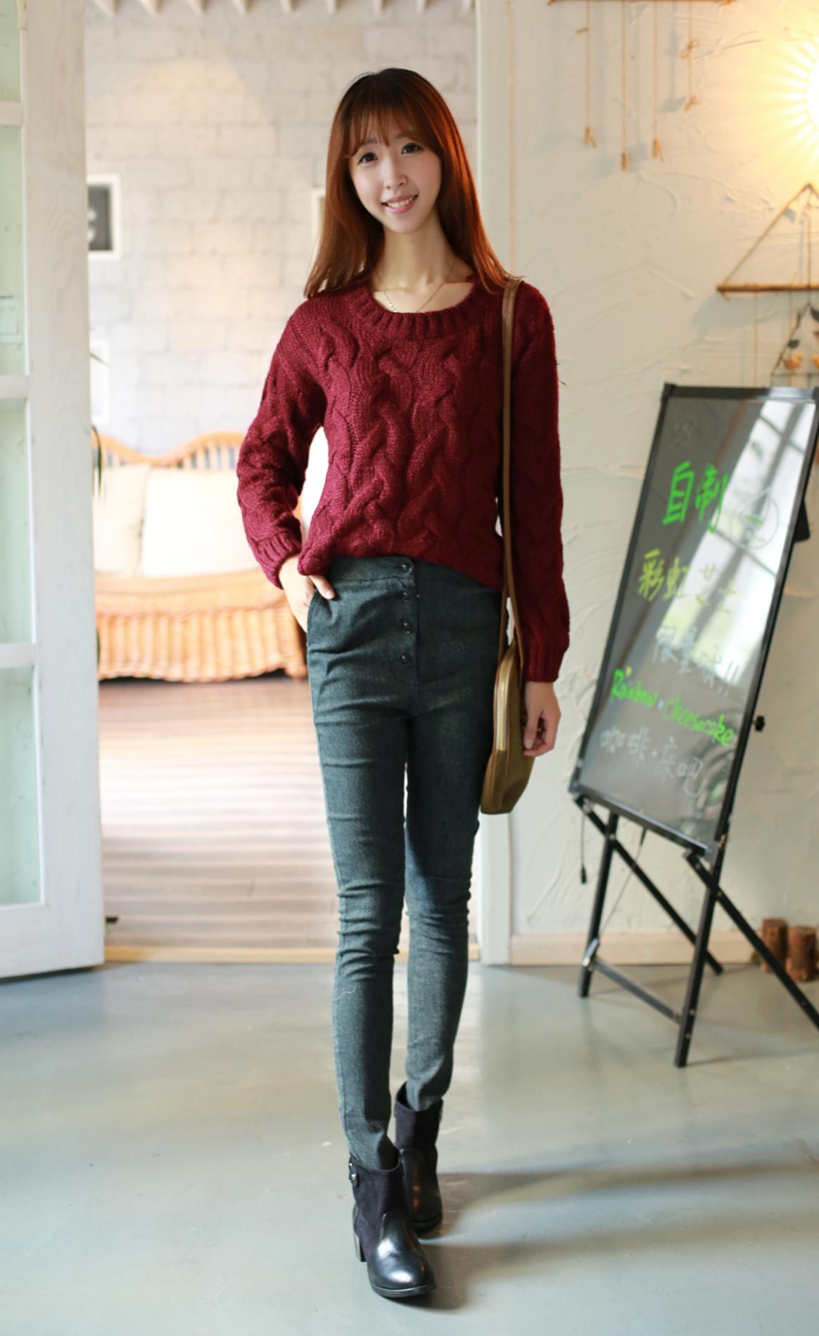 麻花毛衣搭配高腰牛仔裤