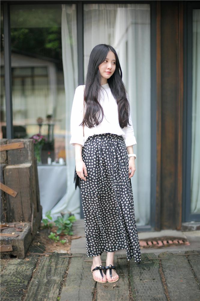 白衬衫长裙搭配图片_白衬衫长裙怎么搭配