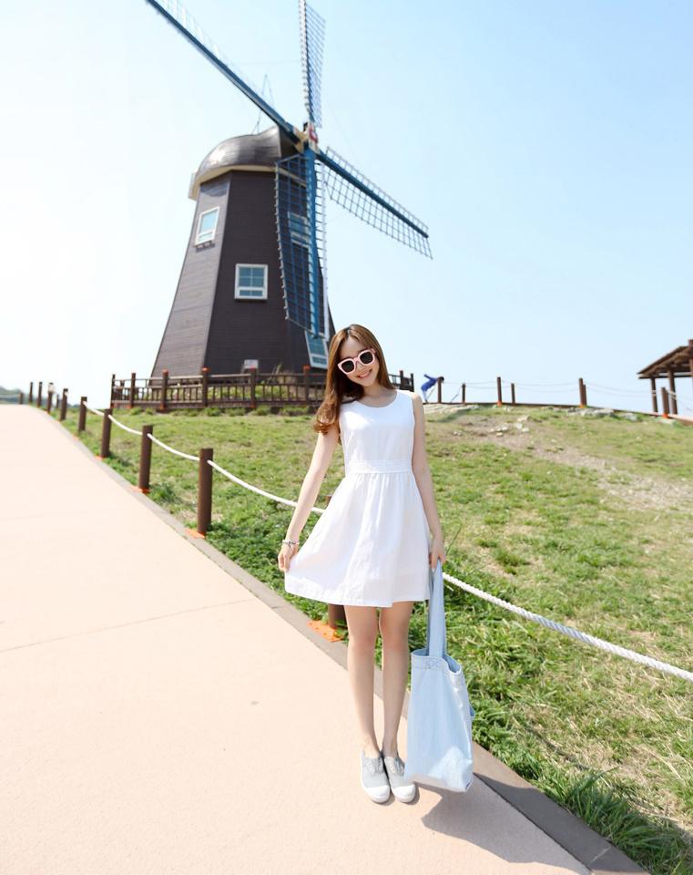 白色蕾丝花边背心连衣裙