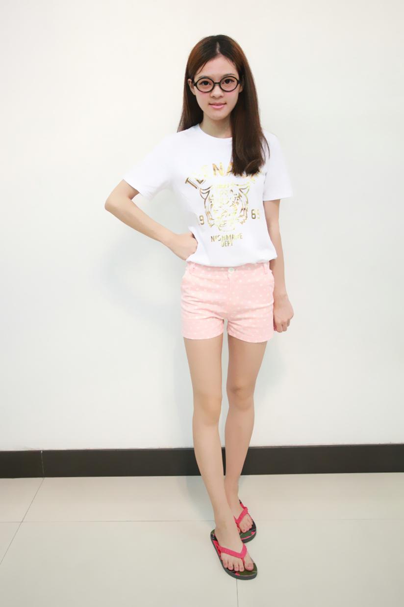 夏天女孩子穿粉红色很可爱哦