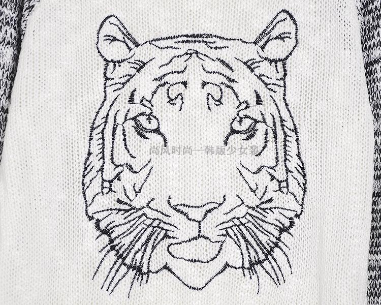 可爱刺绣老虎头撞色拼接针织毛衣