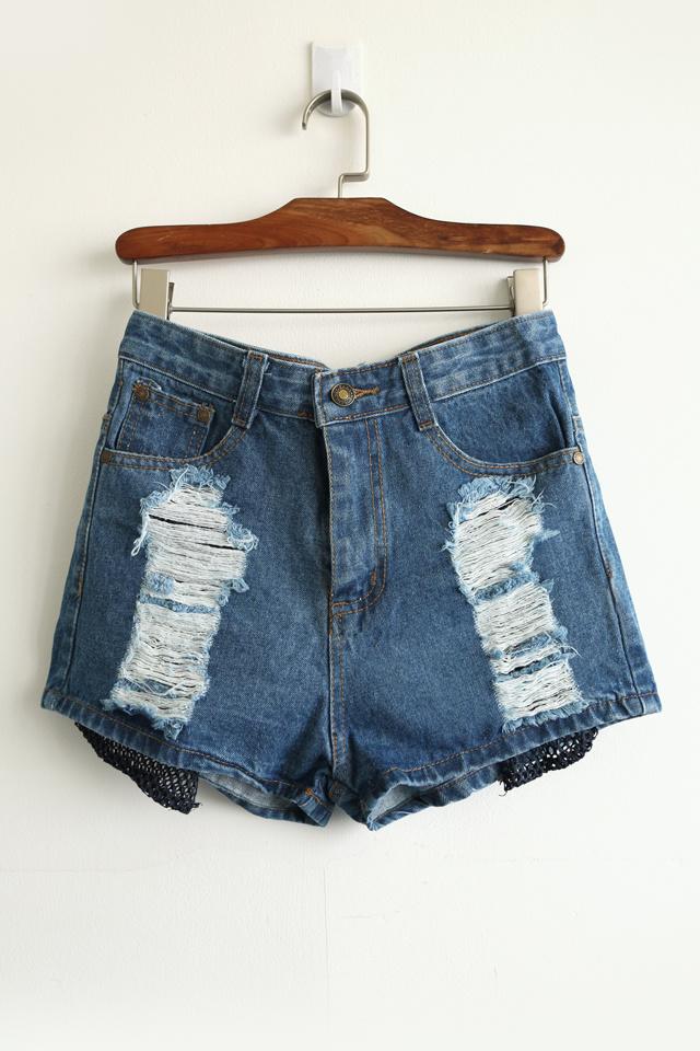露网边破洞牛仔短裤整体款式