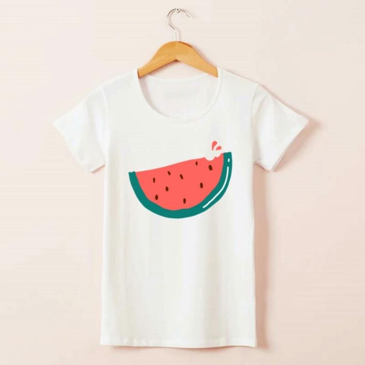 一款纯白色的小清新t恤,正好适合这个炎热的夏天.